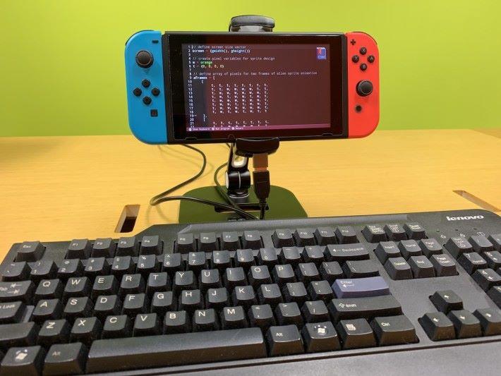 既然是編程工具,支援 USB 鍵盤是基本需要。