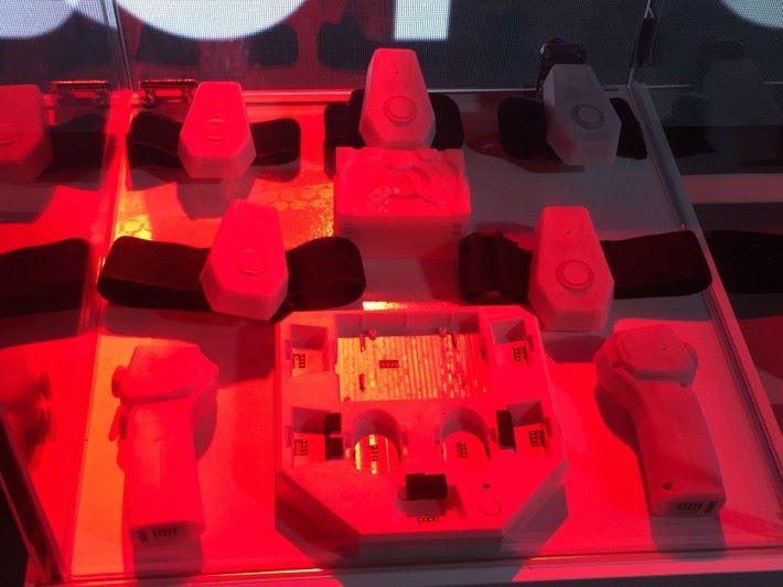體感操作時配帶的感應器。