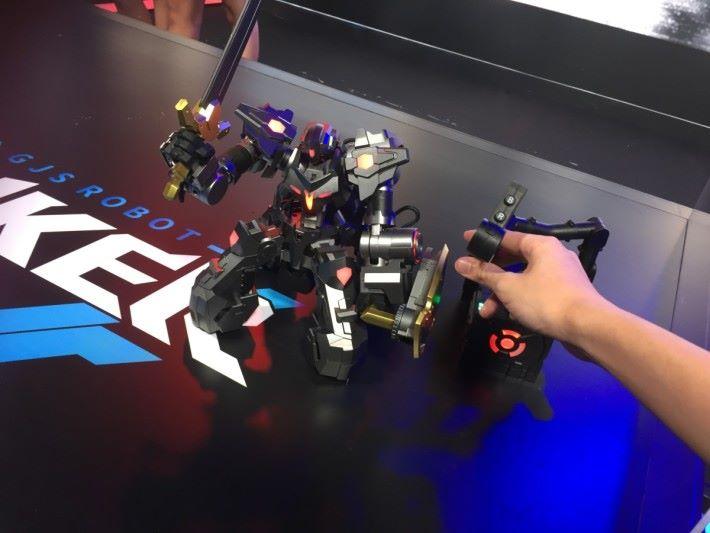 機械人會按玩家操作即時反映動作。
