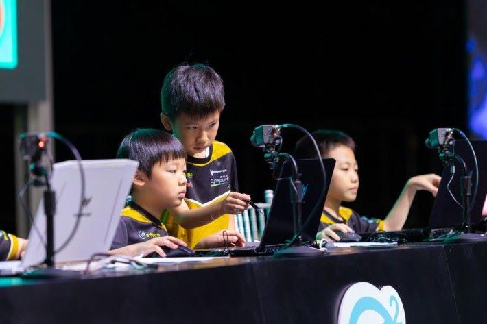 塊學聯盟電競比賽 網上題庫遊戲鬥出學生熱情