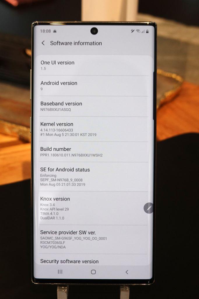 運行 Android 9 Pie 及 One UI 1.5。