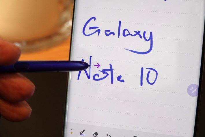 今次 Samsung Note 可以將 Notes 放大至最多 300%,而且可為重要字句進行Highlight。