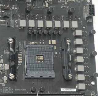 總 14 相 CPU 供電