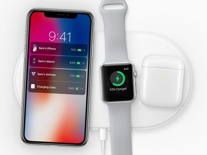 Apple 原本打算推出一款可任意擺放裝置的無線充電板 AirPower ,但據說因為無法解決熱力問題而放棄。