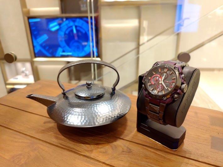 以代表日本貴族的深紫色作為錶殼,MRG-G2000GA 可謂低調得來又很搶眼。