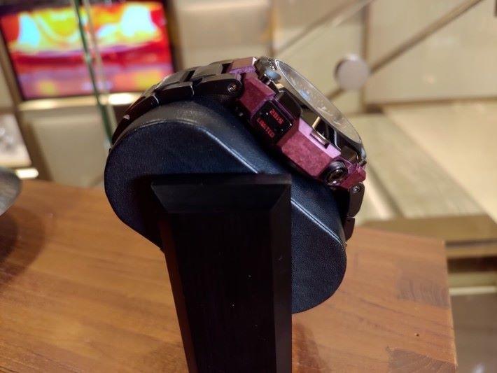 錶殼左上方更刻著「 2019 LIMITED 」字樣,全球限量發售 300 隻。