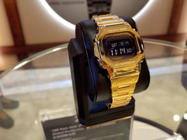 18K 金特別限量版 G-SHOCK G-D5000-9 跳字錶,是為紀念 G-SHOCK 35 周年而來。