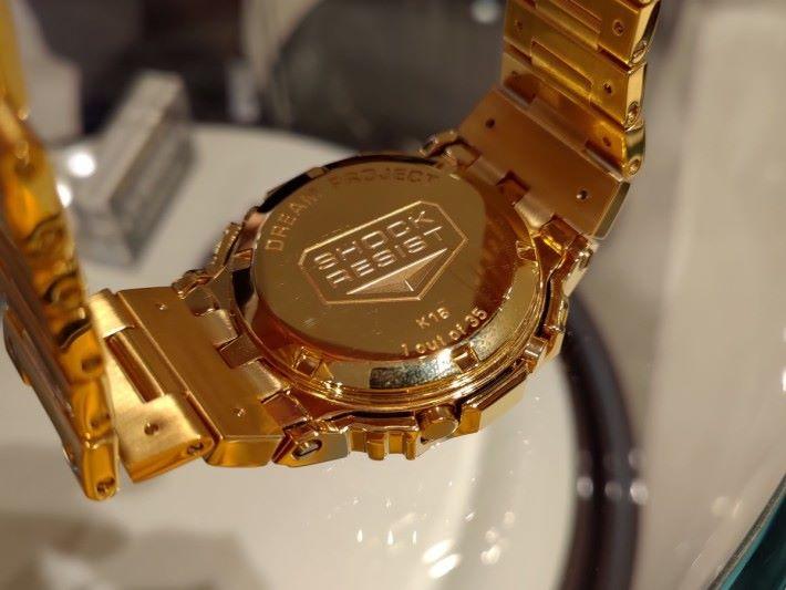 錶底更刻有編號「1 out of 35」,代表全世界只得 35 隻,十分矜貴。