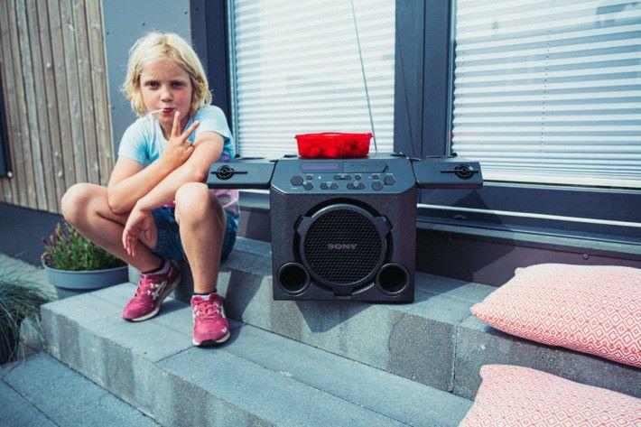sony-outdoor-speaker-GTK-PG10-20
