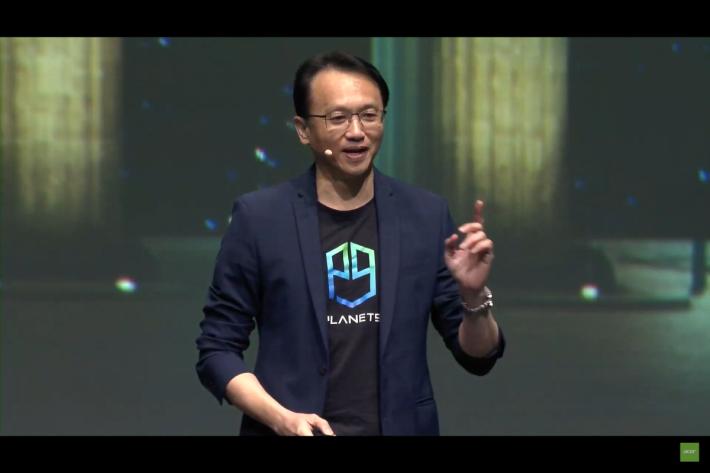 Acer CEO 陳俊聖主持發表會。