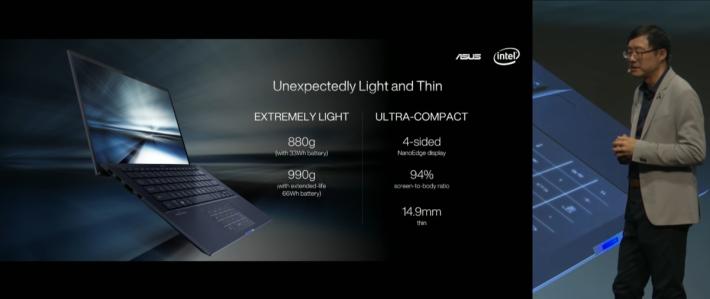33Wh 電池標準版為 880g,亦可選擇較長氣的 66Wh 電池,重量也只是 990g。