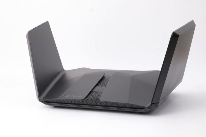 今次測試採用 Netgear Nighthawk RAX120 Wi-Fi 路由器