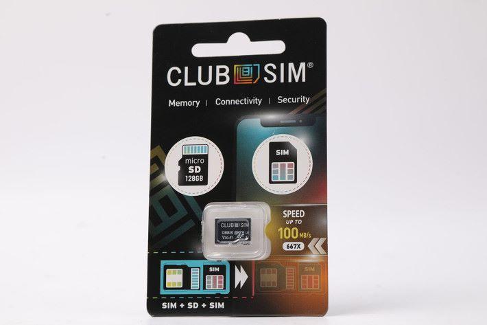 Super Club SIM 正正是一張 microSD 與 SIM 二合一的產品,包裝方面同坊間買到的 microSD 卡極之相似。