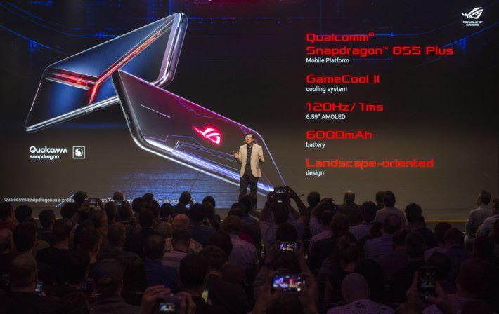 ROG Phone II 將於 9 月 4 日起在歐洲接受訂購,9 月 20 日起開始出貨,同樣是以 12GB RAM + 512GB ROM 版本為主,定價 $899 歐羅。