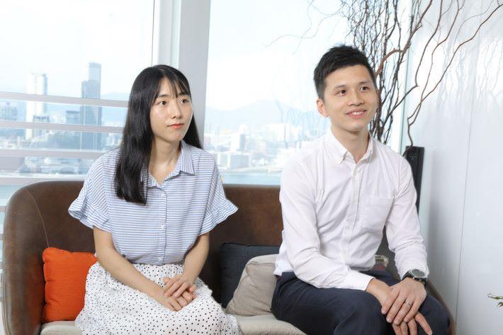 Ergotron Territory Account Manager 李嘉亮(右)及 Ingram Micro Product Executive 劉雅絢(左)指出現今企業以至中小型公司都更加重視員工的健康發展,以提升生產力。
