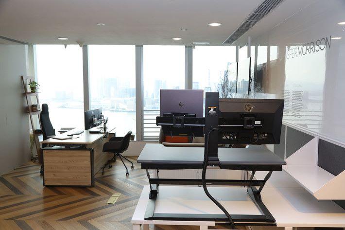 拍攝場地提供:HWS Hong Kong Ltd(2832 0210) 地址:灣仔駱克道 333 號中國網絡中心 39 樓