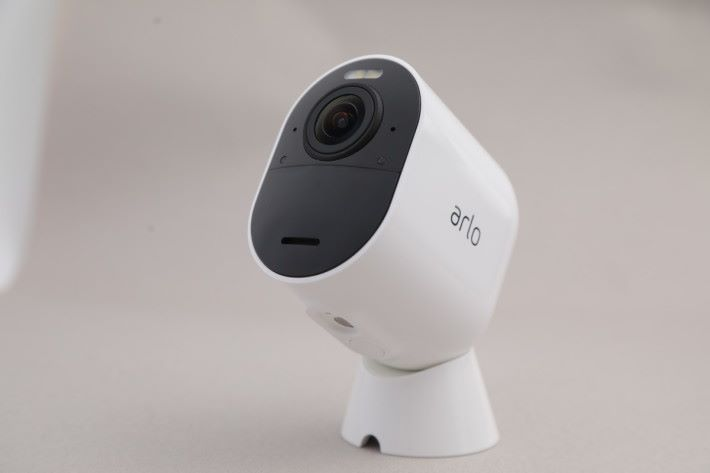 Arlo 可謂全無線 IP Cam 的始祖,最新一代 Arlo Ultra 感覺也比之前美觀。其磁石底座亦預留走線位,盡顯細心。