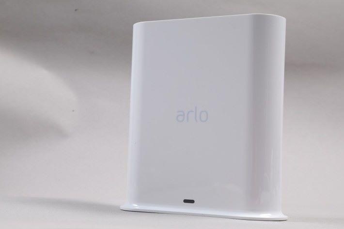 與歷代 Arlo Cam 一樣,需配合 SmartHub 使用,以提升電池續航力。