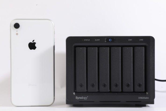 高度 - 比 iPhone XR 矮一點