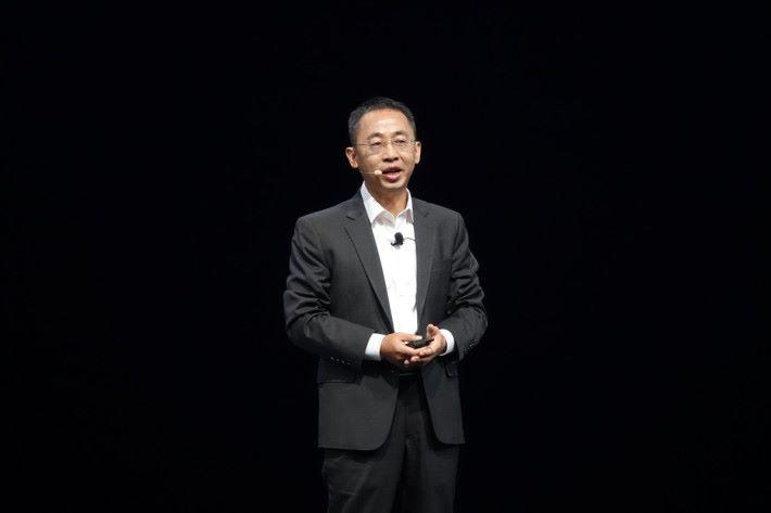 侯金龍指出,投資晶片將會量產一代、研發一代和規劃一代