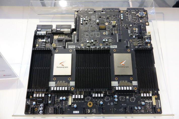 華為向合作夥伴提供鯤鵬伺服器底板設計樣本,建兩枚ARM處理器。