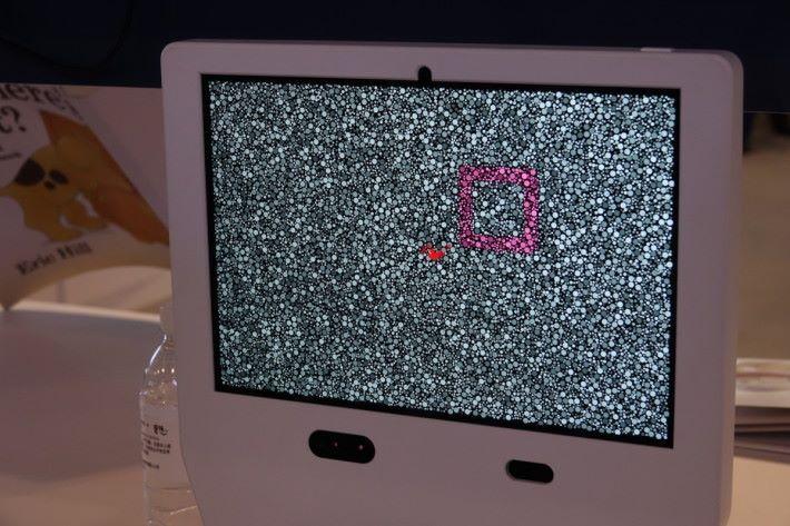 DIVE 設備由 Matebook 配合眼球追蹤器而成,展示不同圖案,收集眼睛移動數據。