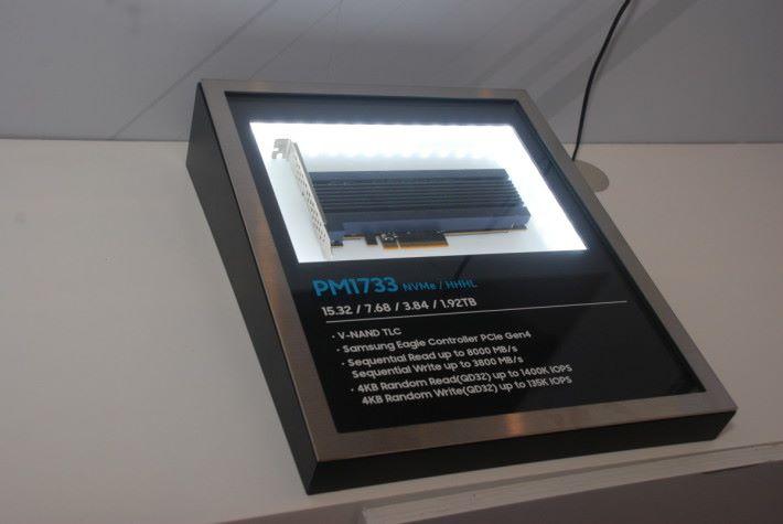 PMI733 HHHL 樣品。採用卡的形式,讀寫速度分別為 8000MB/s 及 3800MB/s。
