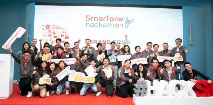 去年 SmarTone Hackathon 有來自香港、內地、東南亞及歐美等逾 100 名海外程式開發人員、設計員及初創企業參加。今年以「5G 及智慧城市」為主題,期望發掘更多創新應用。