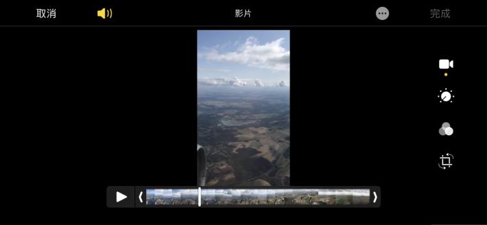 剪片: 在 iPhone 或 iPad 上,無論是垂直或橫向操作都可以使用影片的編輯功能,以筆者的意見是,影片拍攝時大都是橫向拍攝的,所以使用橫向編輯會得到更大的畫面顯示,而操作列也會變得更易操作。