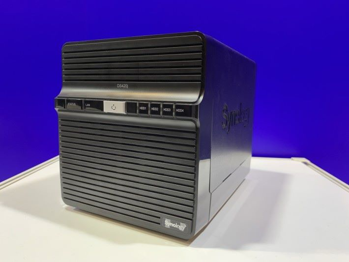 DS420j 的設計與歷代 4-Bay J 系一樣