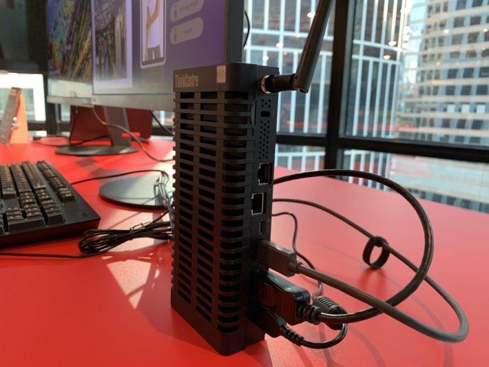 i3 版有 2 個 LAN 埠
