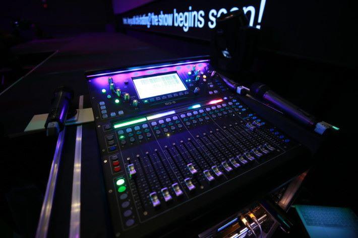 K11 Art House_Whitebox備有專業舞台音響及LED即時字幕顯示設備