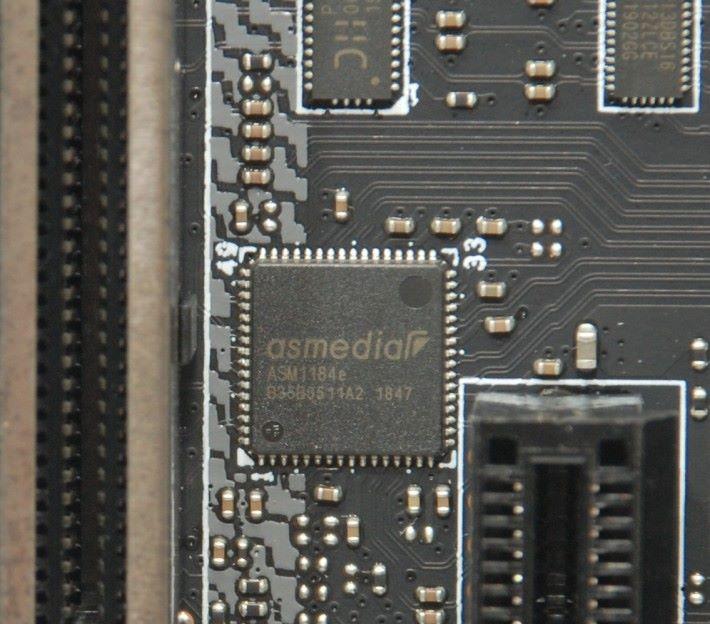 這顆 ASMe1dia ASM1184e 晶片的作用是 PCIe Packet Switch,令晶片組可以一組 PCIe Lanes支援 4 條 PCI-E x1 插槽。