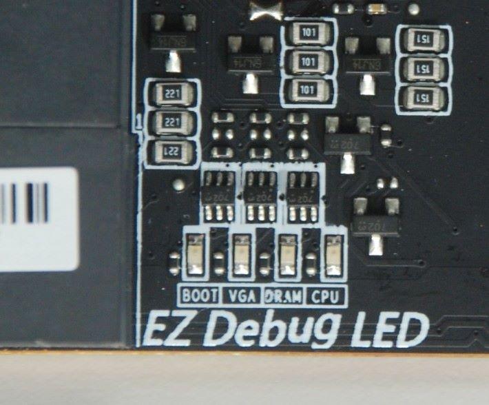 除了 Debug LED 外還有 EZ Debug LED。