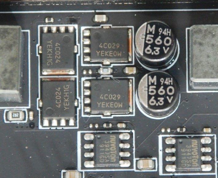 記憶體供電部分採用 On-semi 4C024+4C029 MOSFET 組成。