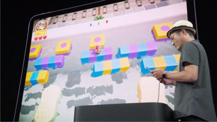 在 Apple 發表會上,Konami 示範的是一款加入很多新元素的 3D 青蛙過河遊戲。