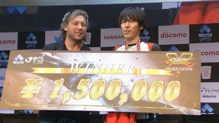 Momochi 過往於多次比賽中亦因不申請執照,最終過百萬的獎金變成十萬日元。