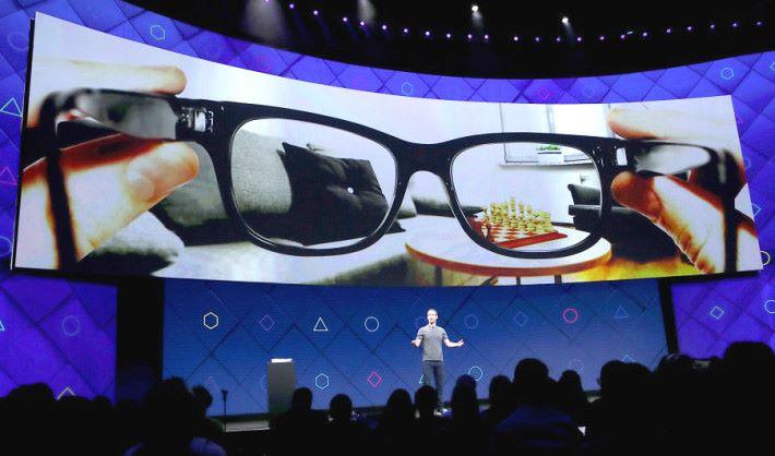 朱克伯格是在 2016 年 F8 時發表他對 AR 眼鏡的宏願