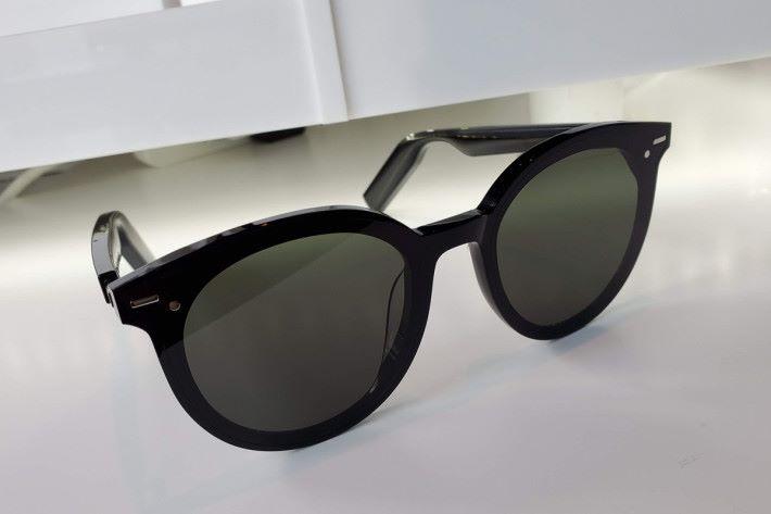 HUAWEI X Gentle Monster Eyewear 智能太陽眼鏡絕對是潮流 Item。