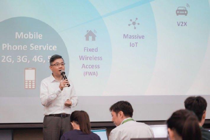 HKT個人客戶業務產品開發及業務拓展主管黃一川博士介紹5G的特點。