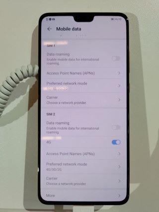 5G 版也支援雙卡,在設定可找到 5G 選項,但 5G 則不能同時用於雙卡,只能一 5G 一 4G 。