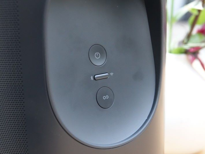 .機背有以往Sonos 喇叭都有的 Connect 和 Power 按鍵外,也有藍牙和 WiFi 切換。