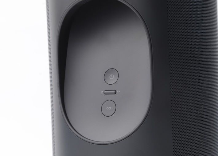 .機背有簡單的電源開關和網絡連接鍵,和其他的 SONOS 喇叭睇齊。特別是加入藍牙切換鍵,按下便會成為藍牙喇叭,不同靠網絡便可與手機連線。