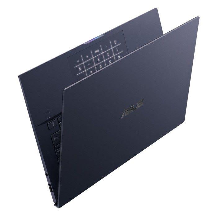 ASUSPRO B9 的賣點為高效能兼輕巧,其觸控板可切換至數字鍵模式。