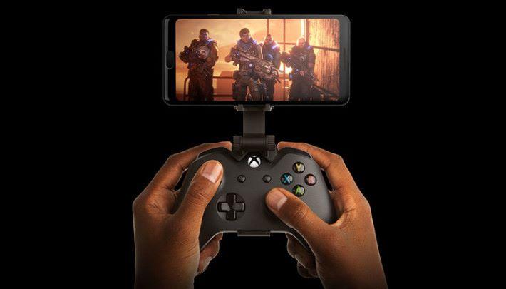 透過 Project xCloud 遊戲串流,玩家只要有一部手機和無線手掣,就可以暢玩 Xbox 遊戲。