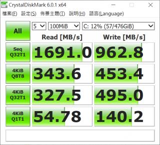 SSD 硬碟的讀取速度極高,有效提升操作表現。
