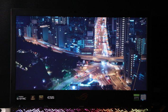 分別以兩條4K影片作畫面測試,測試結果可見影片中畫面細節出色,Adobe RGB 100%廣色域亦帶來十分鮮明的色彩。