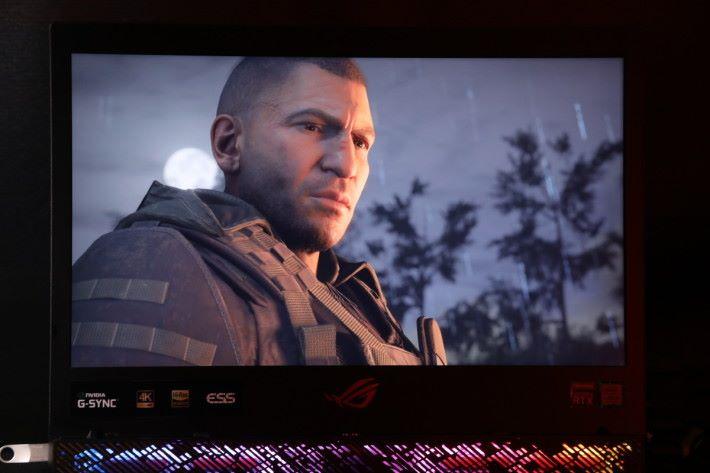 受惠於 4K 屏幕,遊戲畫面變得更加仔細,不論場景與人物亦未見 1080P 般「起格」。
