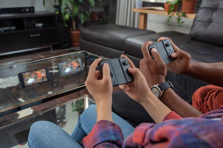 說穿了整個設計與 Nintendo Switch 的概念十分相似。