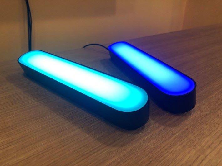 可以透過 Hue 手機應用調教燈光的色調